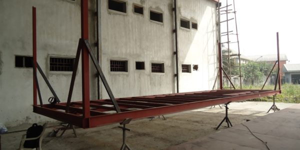 LV SWITCH GEAR (L) & UPS Panel (R)